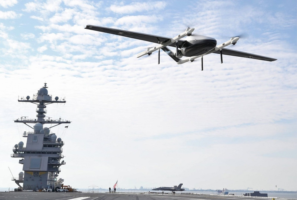 US Navy przeprowadziła próby autonomicznego bezzałogowca transportowego napokładzie lotniskowca USS Gerald R. Ford / Zdjęcie: US Navy