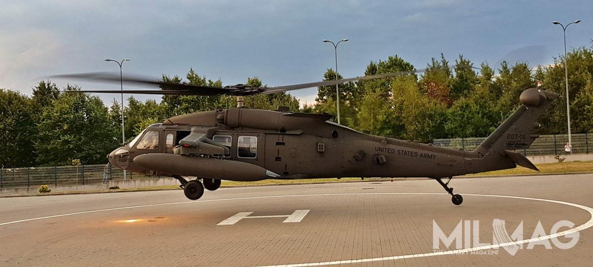 Dowództwo amerykańskich wojsk lądowych wEuropie iAfryce poinformowało oplanowanym przelocie 10 śmigłowców UH-60M Black Hawk nadPolską, wdrodze zRumunii naŁotwę / Zdjęcie: Jakub Link-Lenczowski