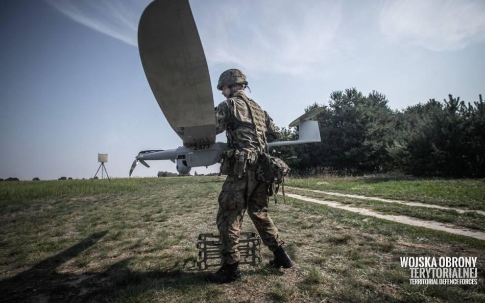 W 2020 roku żołnierze WOT zrealizowali prawie 1000 godzin nalotu zwykorzystaniem bezzałogowych statków latających FlyEye 3.0 wramach treningu iwsparcia przeciwkryzysowego, zarówno wdzień, jak iwnocy  / Zdjęcia: WOT