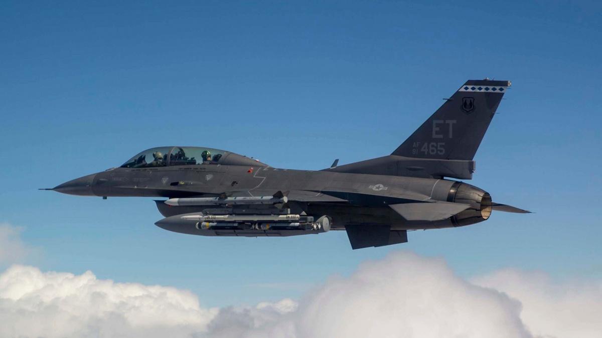 USAF ujawniła fotografie zdrugiej rundy testów zdemonstratorami uzbrojonych rojów bomb kierowanych CSDB, wramach programu okryptonimie Air Force Golden Horde Vanguard