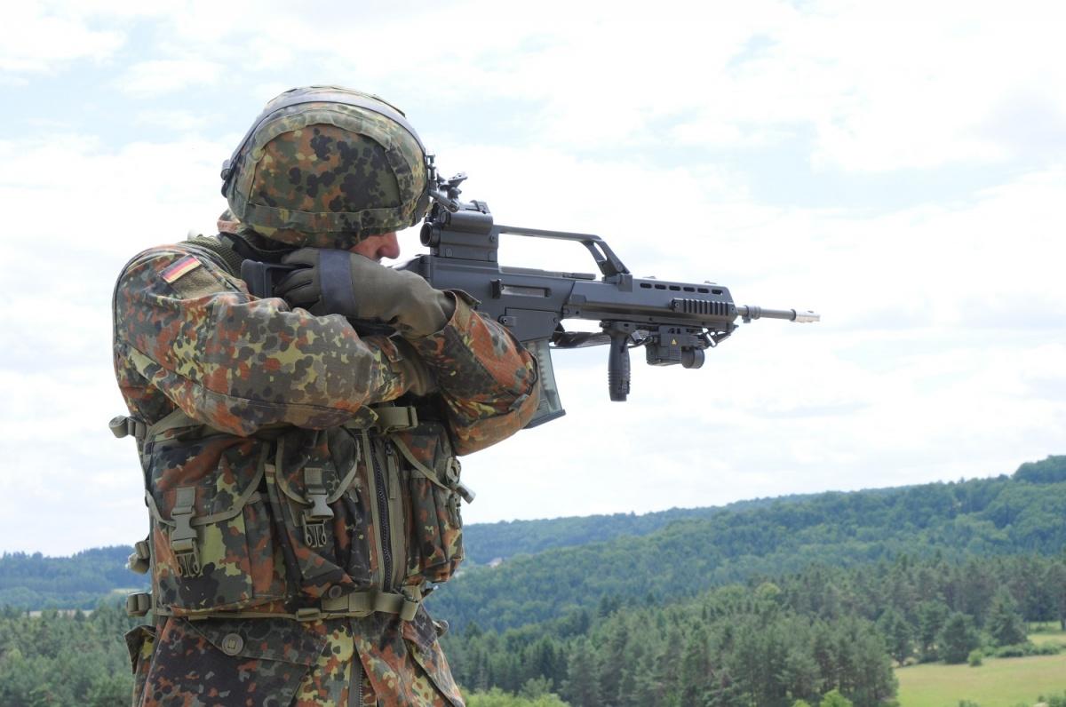 Oferta C.G. Haenel została wykluczona zpostępowania nadostawy nowego karabinka automatycznego dla Bundeswehry. Pozostaje jedynie propozycja H&K zdwoma modelami broni: HK416 iHK433. / Zdjęcie: Frederik Willis/USAREUR