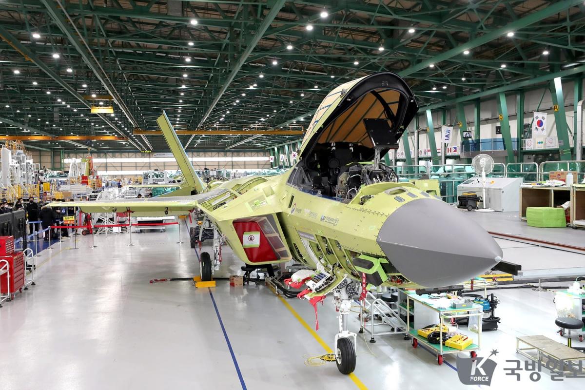 Południowokoreańska spółka Korean Aerospace Industries poinformowała opostępach przy budowie pierwszego prototypu samolotu wielozadaniowego nowej generacji wramach programu KF-X