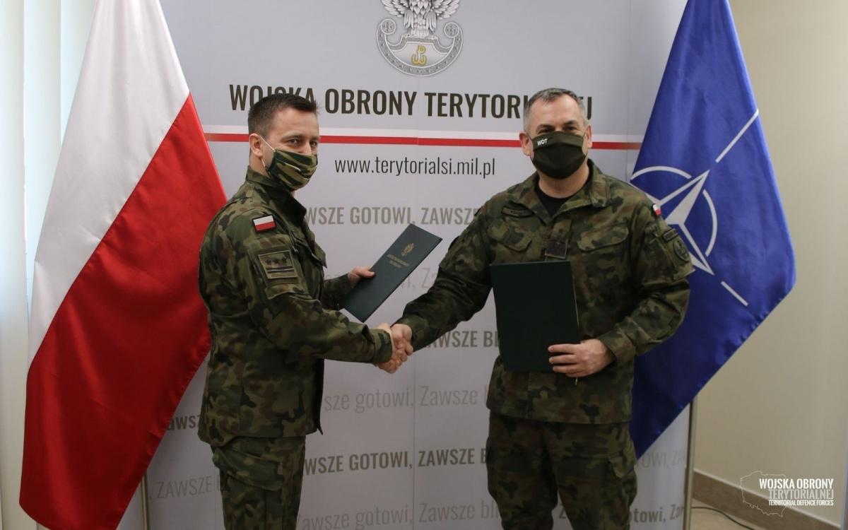 Notatkę owspółpracy sygnowali dowódca WOT gen. dyw. Wiesław Kukuła iszef IWOP płk Andrzej Nawrocki