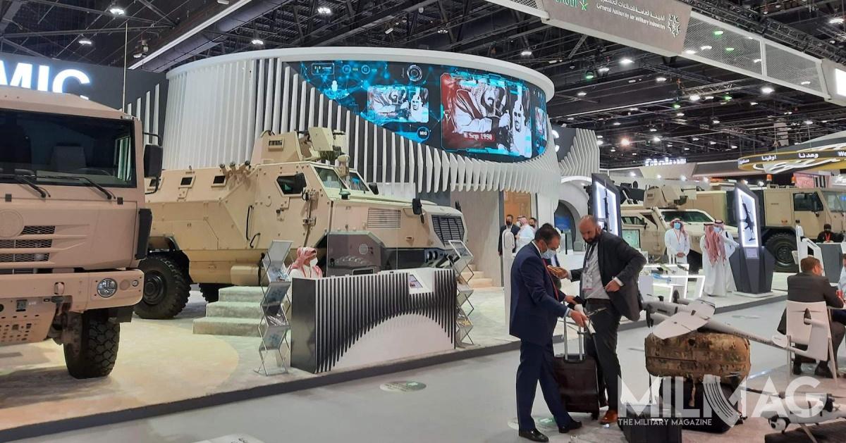 Ministerstwo obrony Zjednoczonych Emiratów Arabskich podpisało dwadzieścia cztery kontrakty obronne czwartego dnia międzynarodowych targów IDEX 2021 wAbu Zabi / Zdjęcie: Hubert Marciniak